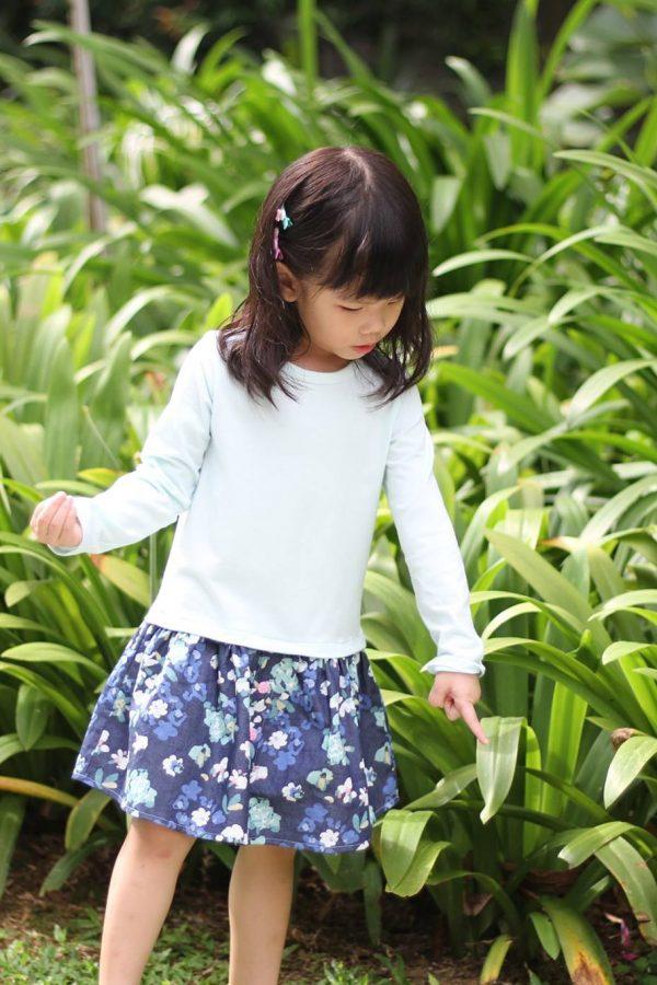 AO Size 2-4 low waist dress button skirt.